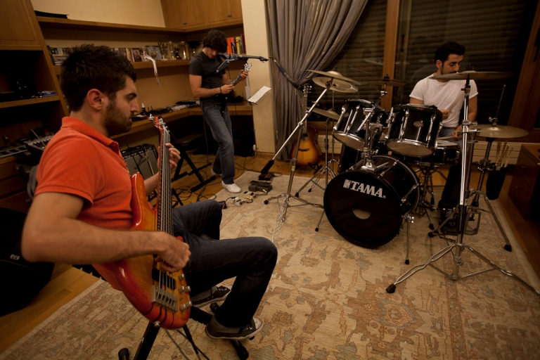 http://lebmetal.com/wp-content/files/2011/10/band-practice-1.jpg